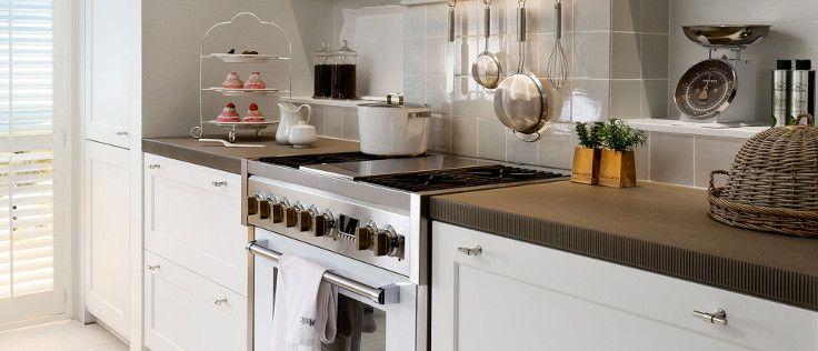 Voor wie moderne keukens te minimalistisch vindt en klassieke keukens te traditioneel, is deze SieMatic keuken de perfecte keuze. Deze keuken is landelijk, maar tegelijkertijd rustig en modern.