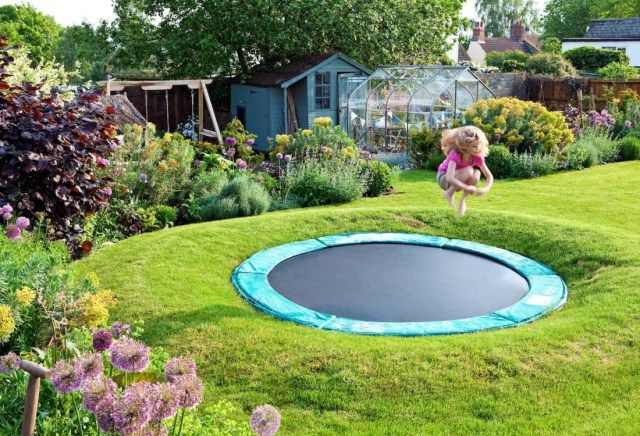 25 things you wish you had in your house trampolines for Gartengestaltung trampolin