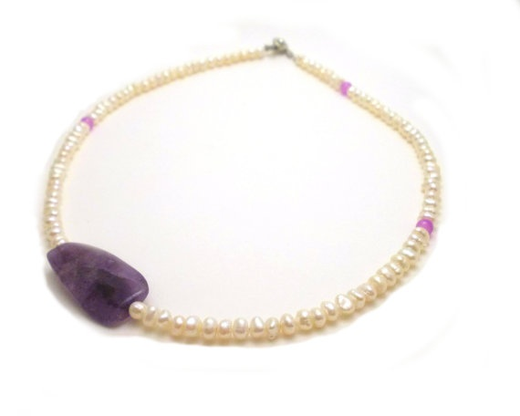Delicate White Pearls Beads and Amethyst by EfZinCreations on Etsy, €18.50