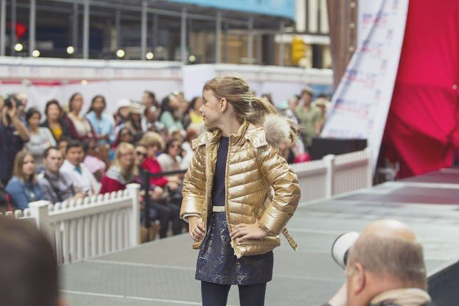 Dazzling golden winter jacket #golden #jacket #catwalk #fashionshow #NYC
