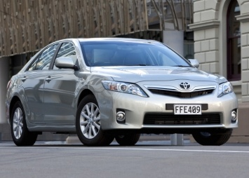 Toyota Camry Hybrid 2010. Fuel consumption 6L/100km.