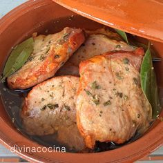 Esta receta de lomo de orza es la tradicional que siempre he preparado. El lomo así preparado se consume caliente o frío, acompañado de huevos, patatas fritas, verduras salteadas... a tu gusto.