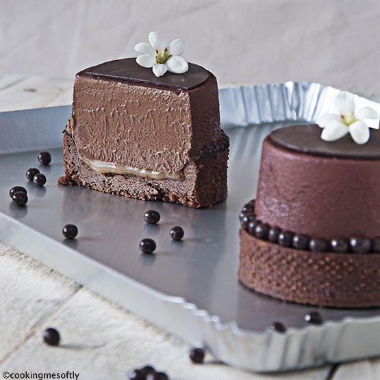 Mousse ciocco-caramello: frolla al cacao, mousse al cioccolato leggera e caramello morbido