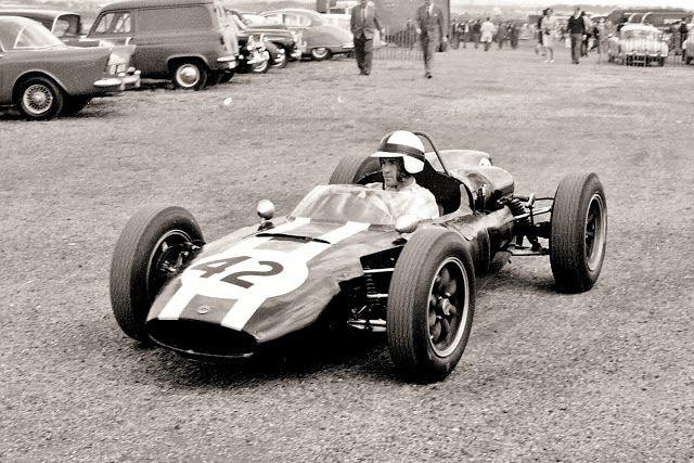 1962 British GP at Aintree / Jackie Lewis , Cooper Climac T53