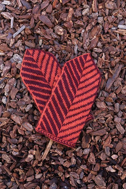 Ravelry: Vector Mittens pattern by Kimberly Voisin