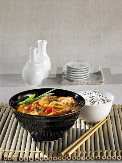 """Shan'shi recomandă atât celor care iubesc aceste specialități culinare, cât și celor care nu le-au mai încercat, trei rețete speciale, numai bune de preparat în Noul An Chinezesc: supă de legume în stil asiatic, rețeta rapidă ,""""Opt comori"""" și specialitatea din carne de vită cu muguri de bambus și ardei. Reteta rapida Opt comori Reteta …"""