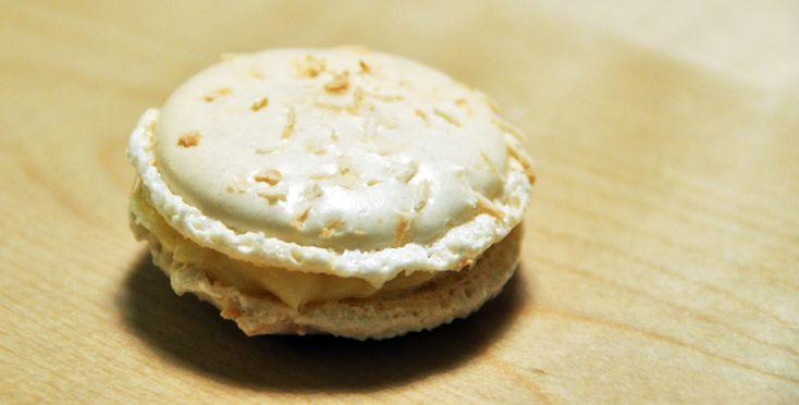 ENGLISH | NORSK Makroner med kokosblirhelt klart noe helt annet enn de tradisjonelle kokosmakronenemange baker til jul.Selv liker jeg begge småkakene, men dette er nå en gang en blogg om franske makroner. Makronene får enkraftig kokossmak, så er kokosnoe du foretrekker, kan kanskje dette bli en ny favoritt?  - 1 porsjon makroner laget etter …