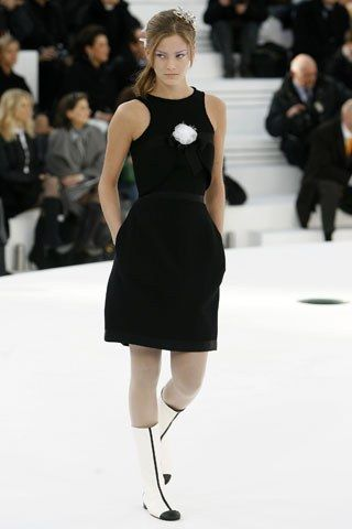 Chanel Spring 2006 Couture Fashion Show - Charlotte (ELITE)