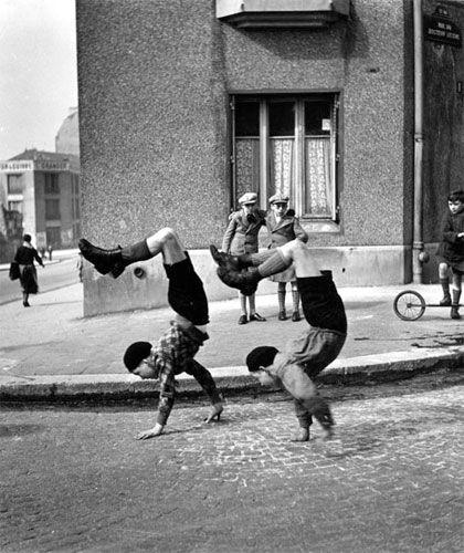 Robert Doisneau - The Brothers (Paris, 1954)