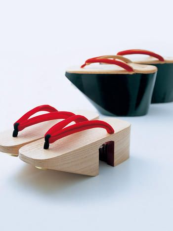 Maiko's wooden clogs, Kyoto, Japan 舞妓さんの下駄