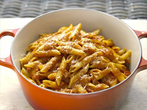 Get this all-star, easy-to-follow Penne with Summer Tomato Sauce with Fresh Mozzarella and Basil recipe from Bobby Flay