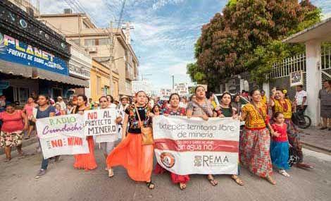 La sociedad ixtepecana se hizo presente en sus calles para tratar de detener lo que califi caron de proyecto de muerte Foto Diana ManzoLa Jornada en Internet: Lunes 18 de julio de 2016
