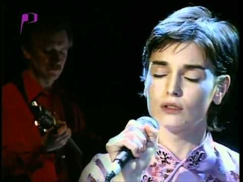 Sinéad O'Connor - She moved through the Fair - Sult 1997 ... lovely voiced Sinéad w/ locks, has verse!