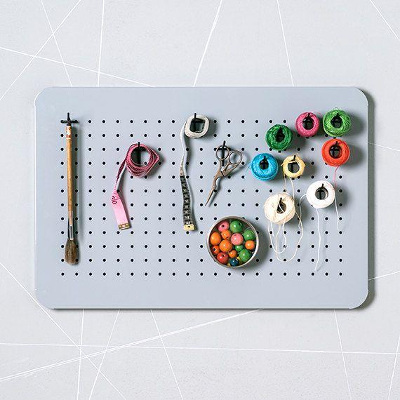 Metal perforado organizador – tablón de anuncios - embarcaciones de almacenamiento - tablero magnético