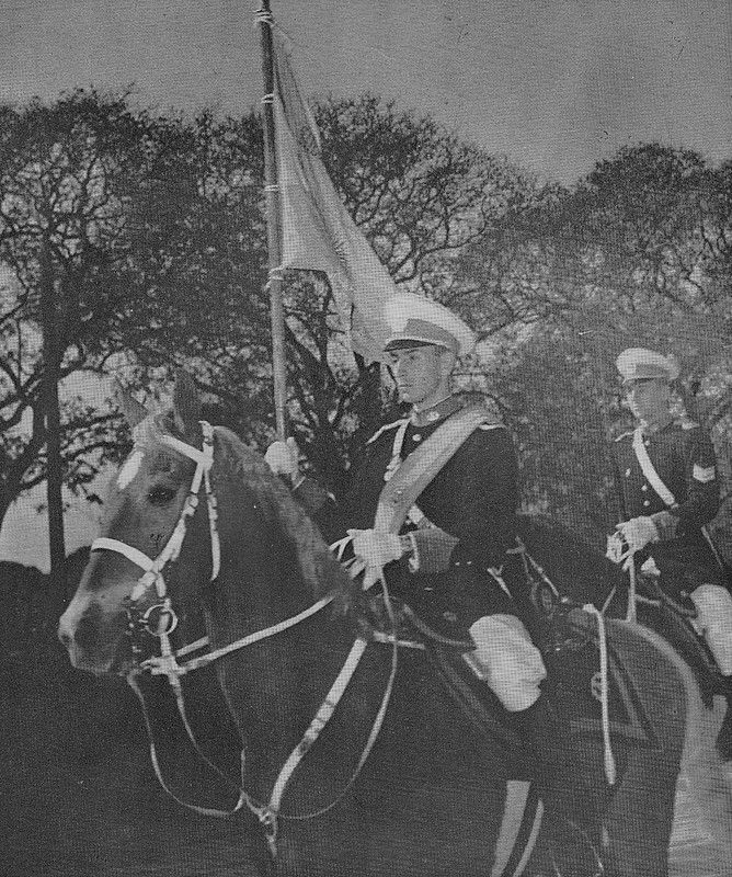The Cavalry Squadron Of The Argentine National Military College Colegio Militar De La Nación Riding Down Avenida Del Ejercito Argentino Fotos Fotos Antiguas