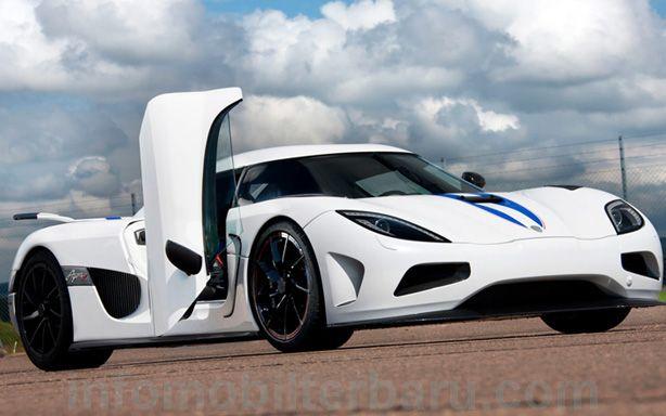 Sports car Koenigsegg Agera R fastest in the world today at http://infomobilterbaru.com/mobil-sport-koenigsegg-agera-r-tercepat-di-dunia-saat-ini/