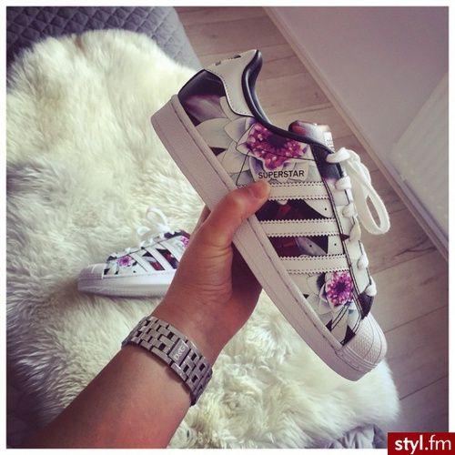 Imagem de adidas, shoes, and flowers