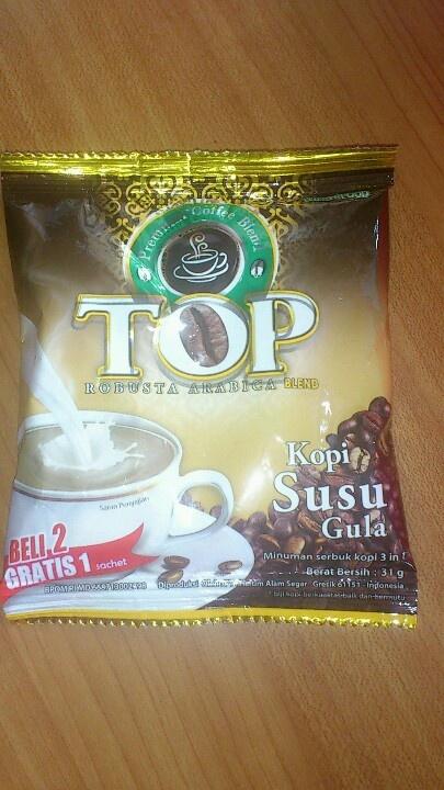 Di sana tertulis arabica robusta blend. Mgkn tujuannya supaya dapet kopi yg tidak terlalu pahit dan tidak terlalu asam. Mungkin. Kata orang kopi instan ini enak. Setelah aku cicip kayakny gak trmsk paporit aku deh. Aroma nya gak terlalu kecium dan rasanya biasa aja.