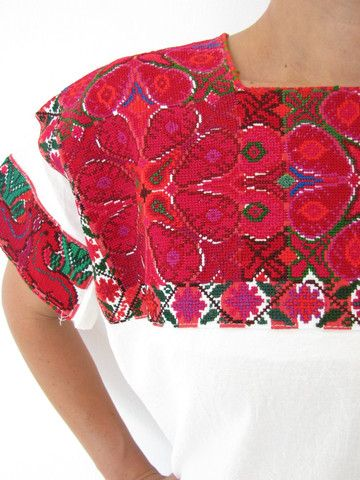 El Bosque Blouse hand embroidered made in Chiapas, Mexico
