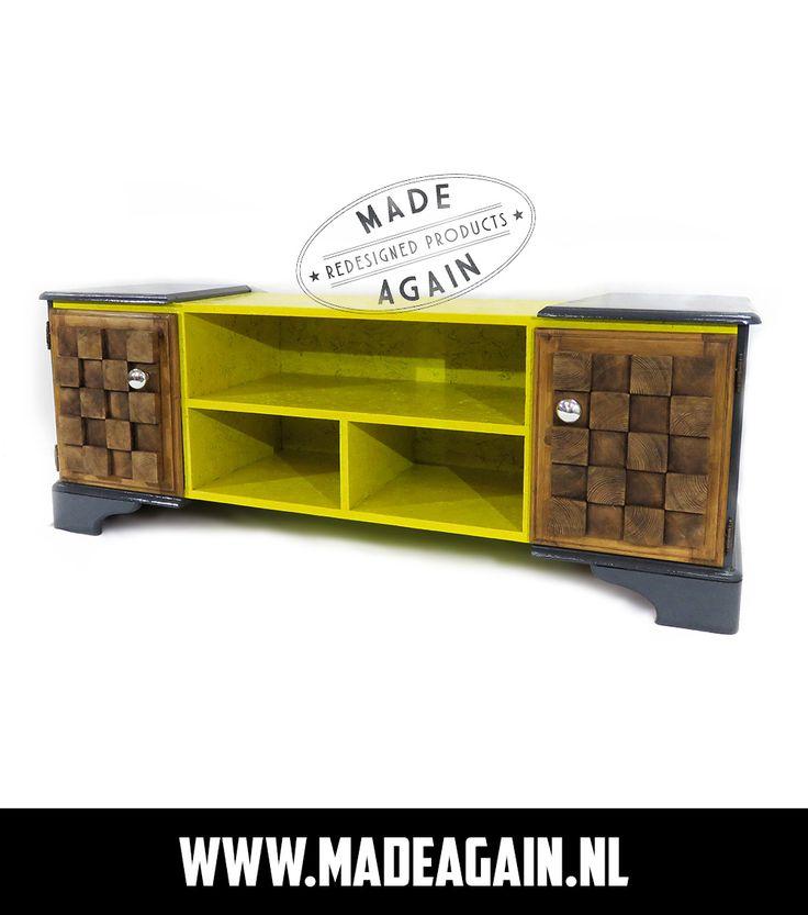 Unieke upcycled tv meubel,gemaakt van een oud grenen kast gecombineerd met osb plaat. Deuren zijn met oude tafelpoten tot artwork gemaakt.