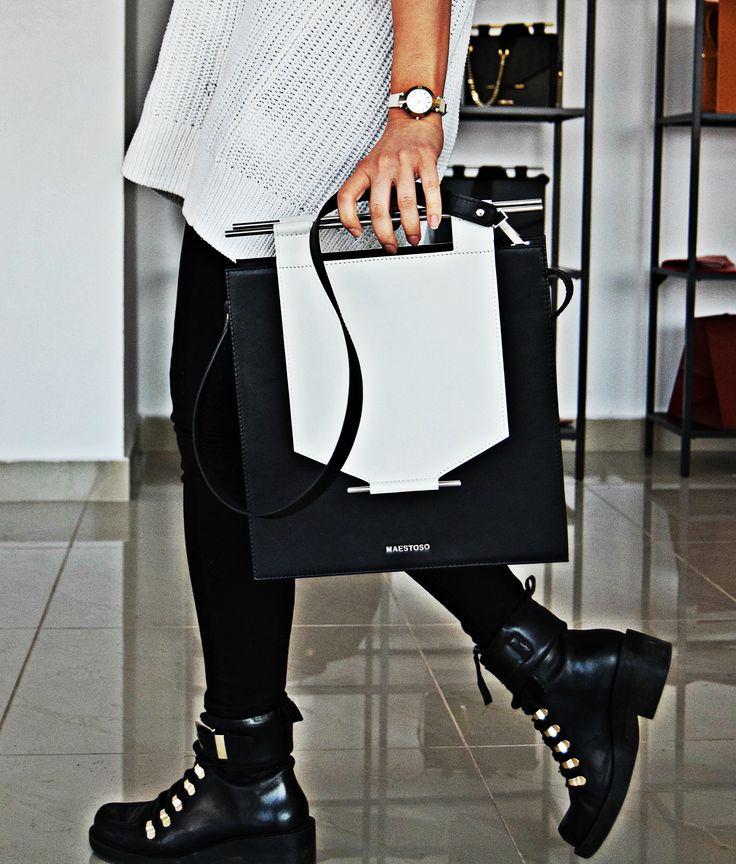 Maestoso black & white leather bag.