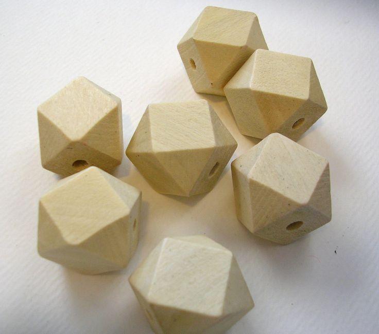 Geometrische facetten kubus houten kralen (WB52A) 50 onvoltooide ongeverfd licht hout geometrische parels 20mm voor ambachten Jewelry door LindsayStreemDIY op Etsy https://www.etsy.com/nl/listing/151479734/geometrische-facetten-kubus-houten