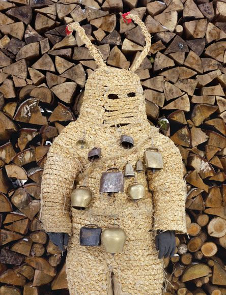 On Christmas Eve Pelzmärtle appears in the village of Bad Herrenalb with the Christkind (Baby Jesus) to scold naughty children and rap them with a stick.