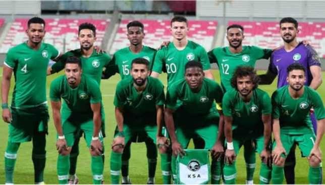 بعد 33 عاما باراغواي في الرياض لمواجهة المنتخب السعودي سعودي 360 واصل المنتخب السعودي تحضيراته أمس الأحد بحصة تدريبية على الم Soccer Field Soccer Sports