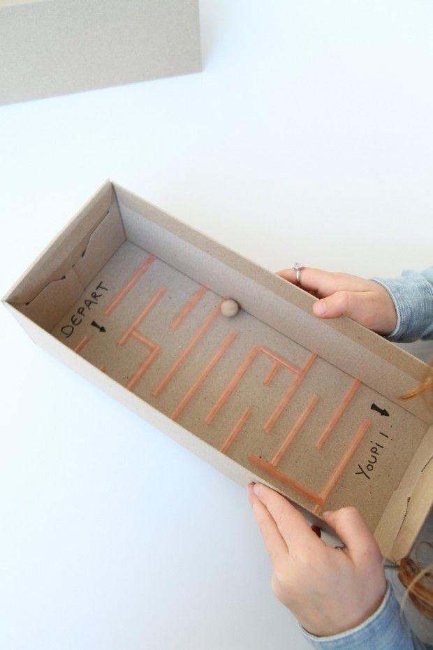 DIY labyrinthe en carton et pailles