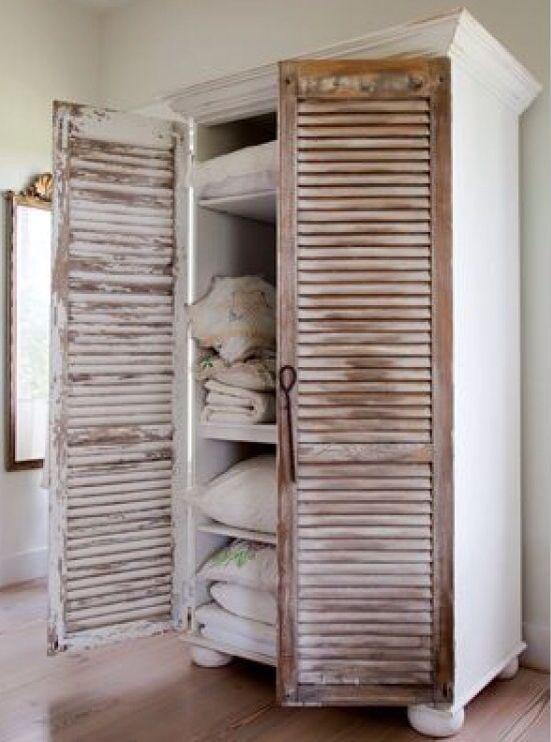 Leuk om zelf te maken. Zet luikjes op een open kast of vervang de oude kastdeuren voor luikjes
