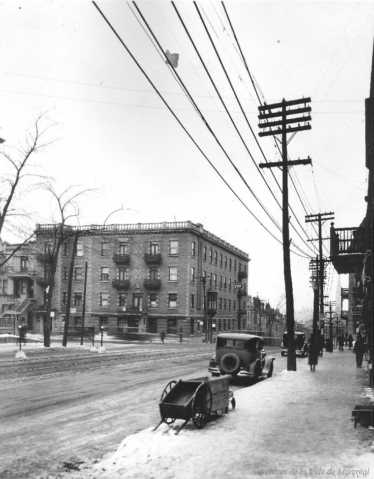 St. Denis at Sherbrooke looking South : Before / S.J. Hayward . - [192-?] - Archives de Montréal