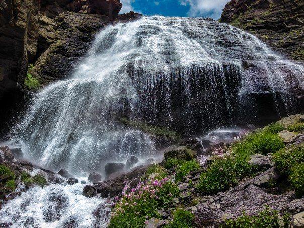 Водопад Девичьи косы в Приэльбрусье. Кабардино-Балкария