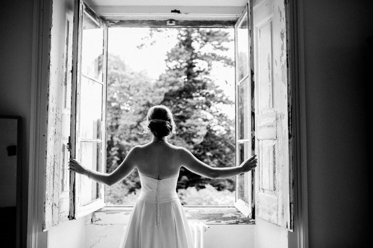 """Your """"getting ready shots"""" can be as lovely as this one - www.myvintageweddingportuga.com 