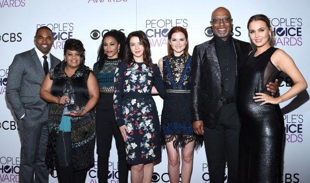 Il cast di Grey's Anatomy (premiata come serie drama preferita): Kelly McCreary, Caterina Scorsone, Camilla Luddington, Sarah Drew, Jason George, James Pickens Jr., Chandra Wilson.