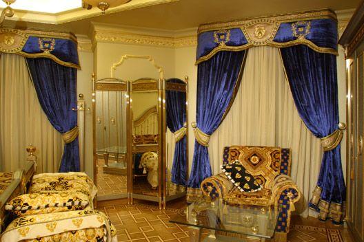 Синяя спальня в стиле Версаче