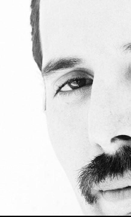 Freddie Mercury nación en Zanzíbar y su nombre de nacimiento era Farrokh Bulsara. ÍDOLO.