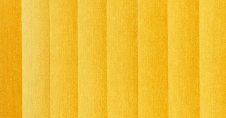 Como consertar persianas verticais. Nas persianas verticais, os carrinhos de rolamento são ligados a uma haste móvel na calha superior que permite que as ripas se movam para trás e para frente em toda a faixa para abrir ou fechar as cortinas. Se a haste estiver rachada ou quebrada, deverá ser substituída. O fato de as tiras não se inclinarem não significa necessariamente que a haste ...