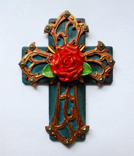 Арт-розового креста и красного использованы ручная роспись потрескивали найденный объект, смешанная техника сборки Рождественский подарок