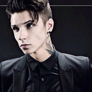 IF YAL HAVENT HEARD YET GO TO HIS INSTAGRAM, IVE STILL FLIPPING OUT AND ITS BEEN LIKE THREE DAYS!!!♡ #AndyBlack