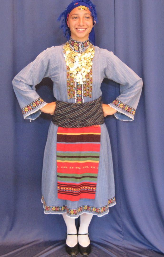 Η παραδοσιακή γυναικεία ενδυμασία από το Καβακλί Θράκης - Traditional women's Greek folk costume from Kavakli, Thrace.
