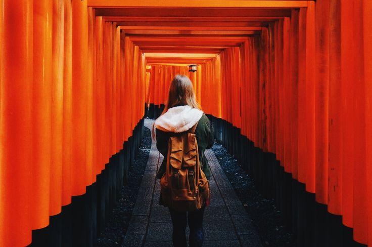C'était comme emprunter un tunnel vers une autre dimension. Les torii se suivaient en rangs très serrés tout le long de la montagne, jusqu'au sommet.  Portland, USA (34.9671446, 135.770483)