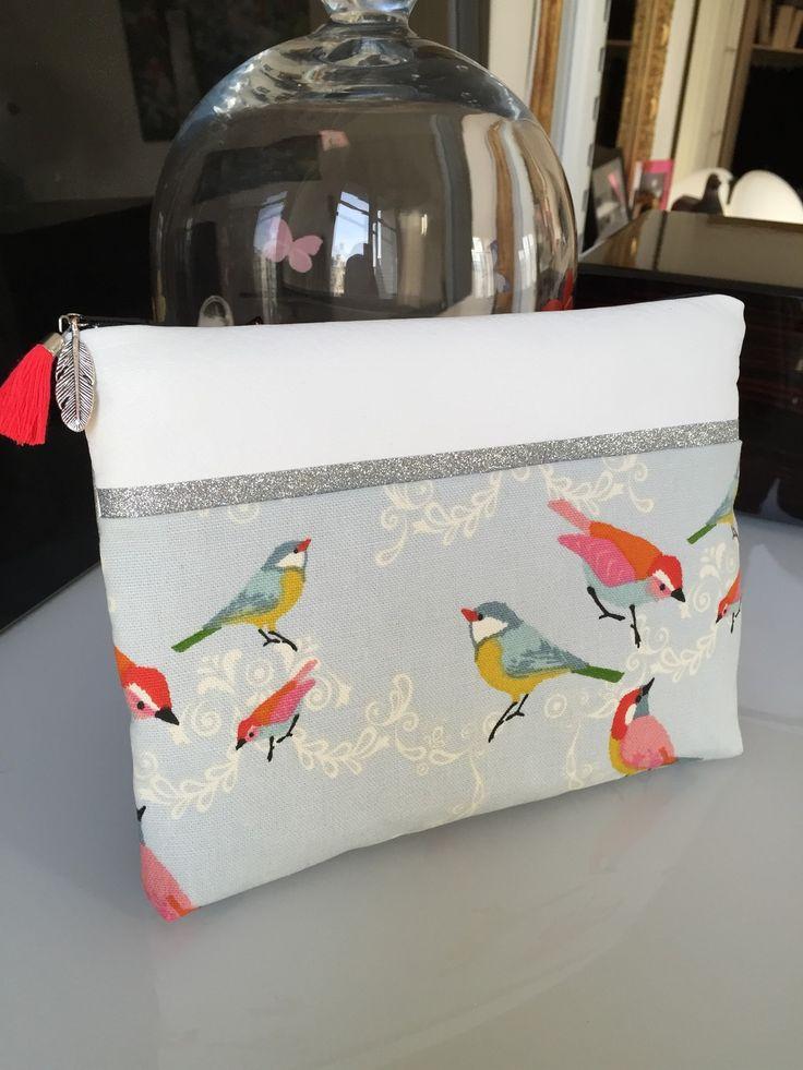 Pochette 23 x 15 cms en coton bio habillée de petits oiseaux romantiques et paillettes argentées