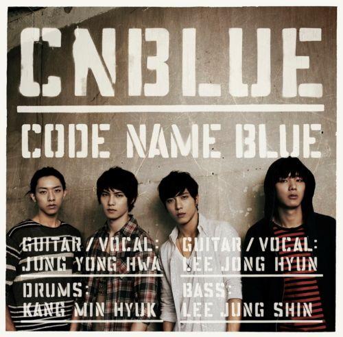 그룹 씨엔블루의 일본 내 인기가 뜨겁다.    29일 발표한 일본 정규 1집 '코드 네임 블루(CODE NAME BLUE)'는 오리콘 일간 차트 1위에 올랐다. '코드 네임 블루'는 2위를 차지하고 있는 일본 유명 록밴드 동경사변을 큰 차이로 앞섰다.