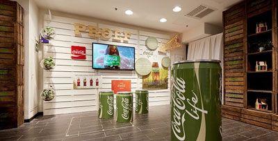 Onlangs opende Coca-Cola een pop-up store in Rotterdam voor de lancering van hun nieuwe product Coca-Cola life.