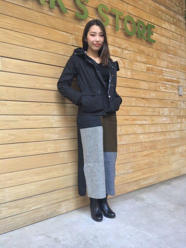 【冬のおしゃれが楽しくなる   ダウンコート】 キッフェのスカートと合わせてブラックのワントーンでまとめました。