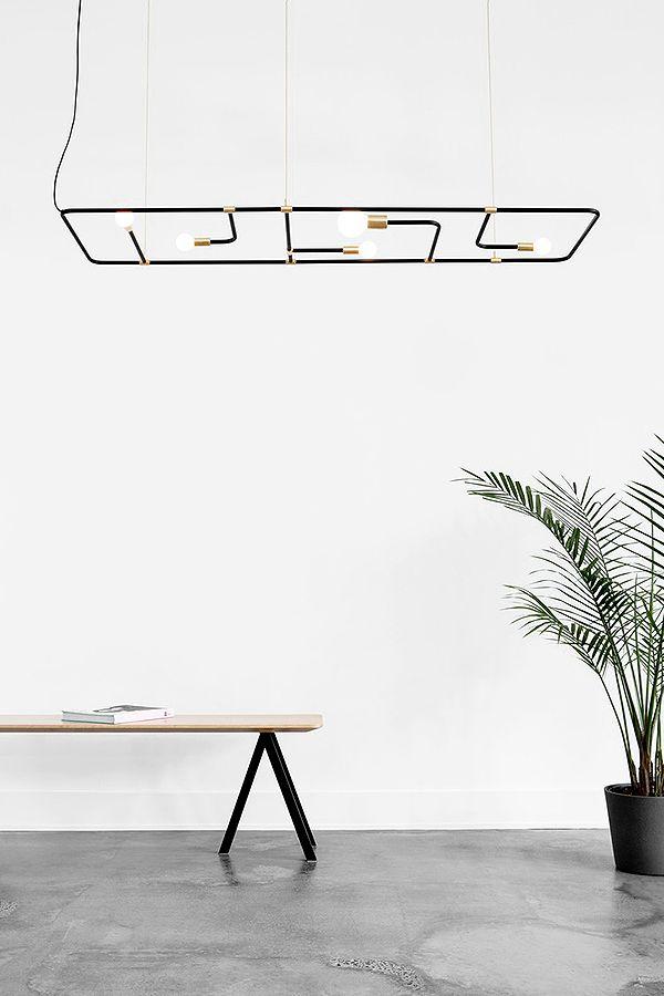 Diese Vorrichtung mit fünf Leuchtmittel kann in drei verschiedenen Varianten benutzt werden: Hängend an der Decke, hängend an der Wand oder selbständig stehend! Hier entdecken und shoppen: https://sturbock.me/pRl