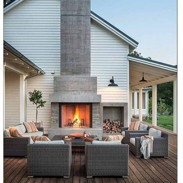 Holiday over  Back to reality and the cold. Longing for an outdoor fireplace like this one by Moller Architecture so we can have a little bit of that holiday vibe at home. #cosy #outdoorfireplace #interiorinspo