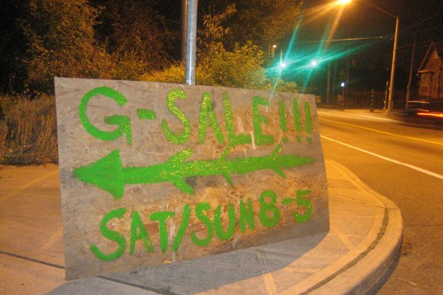 7 Great Yard Sale Signs (and Why They Work): Gigantic Garage Sale Sign