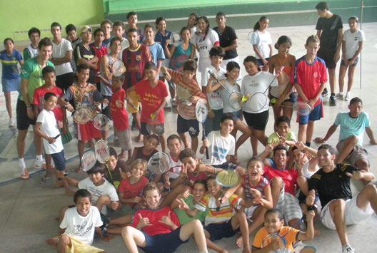 Projeto Sonhos & Badminton: tem como meta oferecer às crianças e adolescentes desfavorecidas de Gravatá/PE através do Badminton uma nova perspectiva de vida, crescimento pessoal, escolar e profissional.