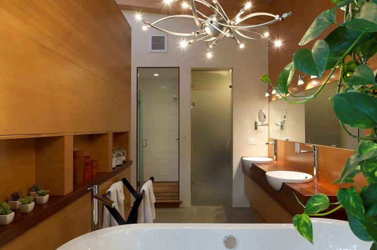 Bathroom by Quiniscoe Homes  quiniscoe.ca